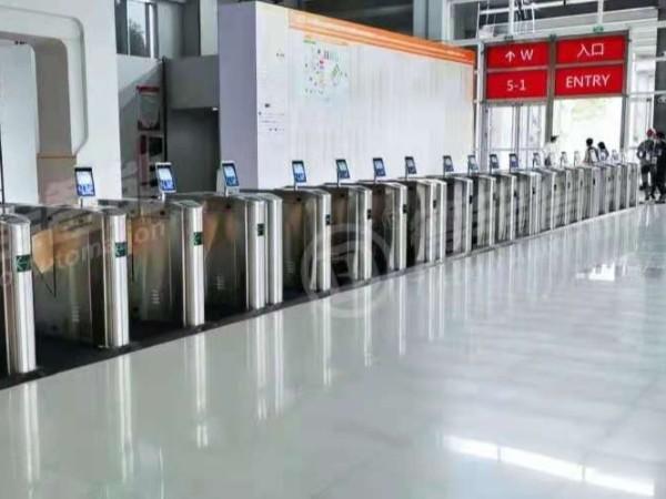 上海国际会展中心安装45台人行通道翼闸案例