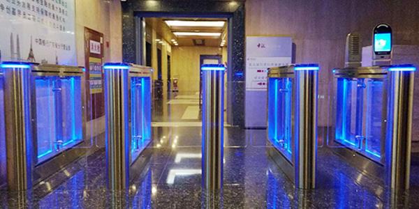 中国广州银行成功定制速通门案例